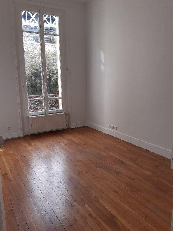 Appartement à louer 5 168.28m2 à Issy-les-Moulineaux vignette-11