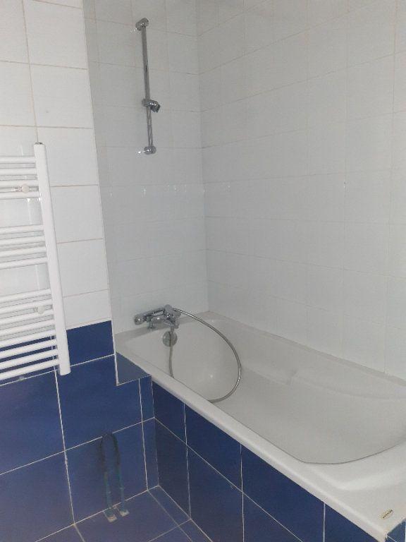 Appartement à louer 5 168.28m2 à Issy-les-Moulineaux vignette-12