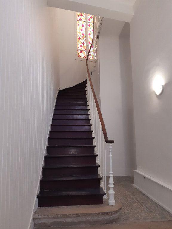 Appartement à louer 5 168.28m2 à Issy-les-Moulineaux vignette-13
