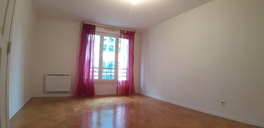 Appartement à louer 2 44.77m2 à Issy-les-Moulineaux vignette-3