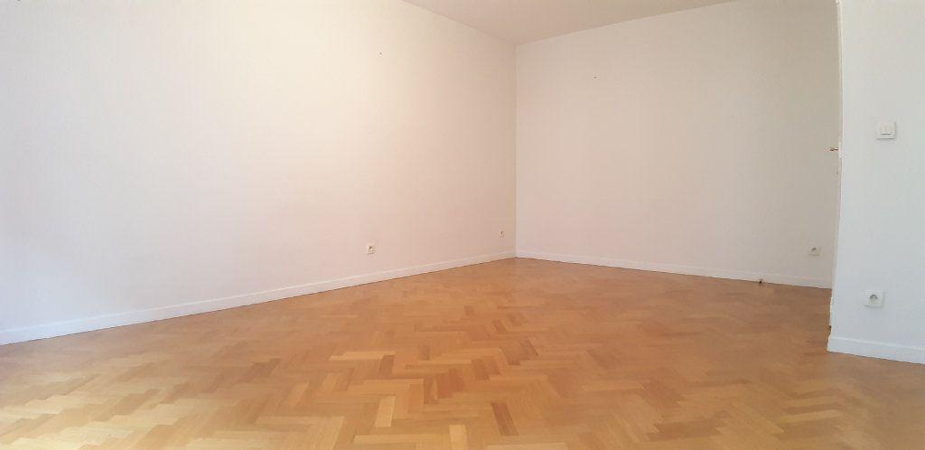 Appartement à louer 2 44.77m2 à Issy-les-Moulineaux vignette-5