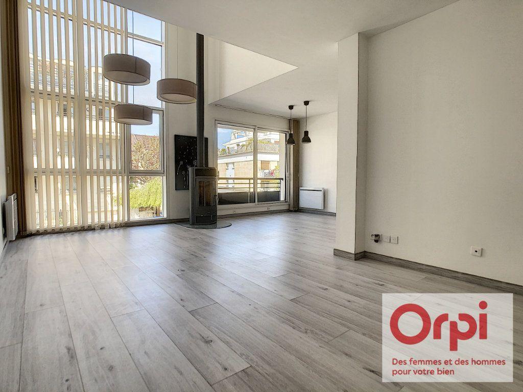 Appartement à vendre 7 175m2 à Issy-les-Moulineaux vignette-1