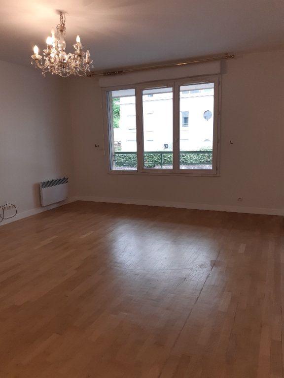 Appartement à louer 2 60.61m2 à Issy-les-Moulineaux vignette-1