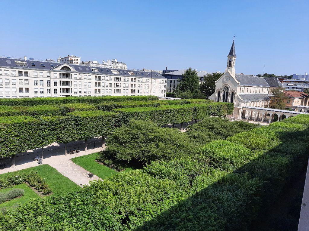Appartement à louer 4 90.38m2 à Issy-les-Moulineaux vignette-1