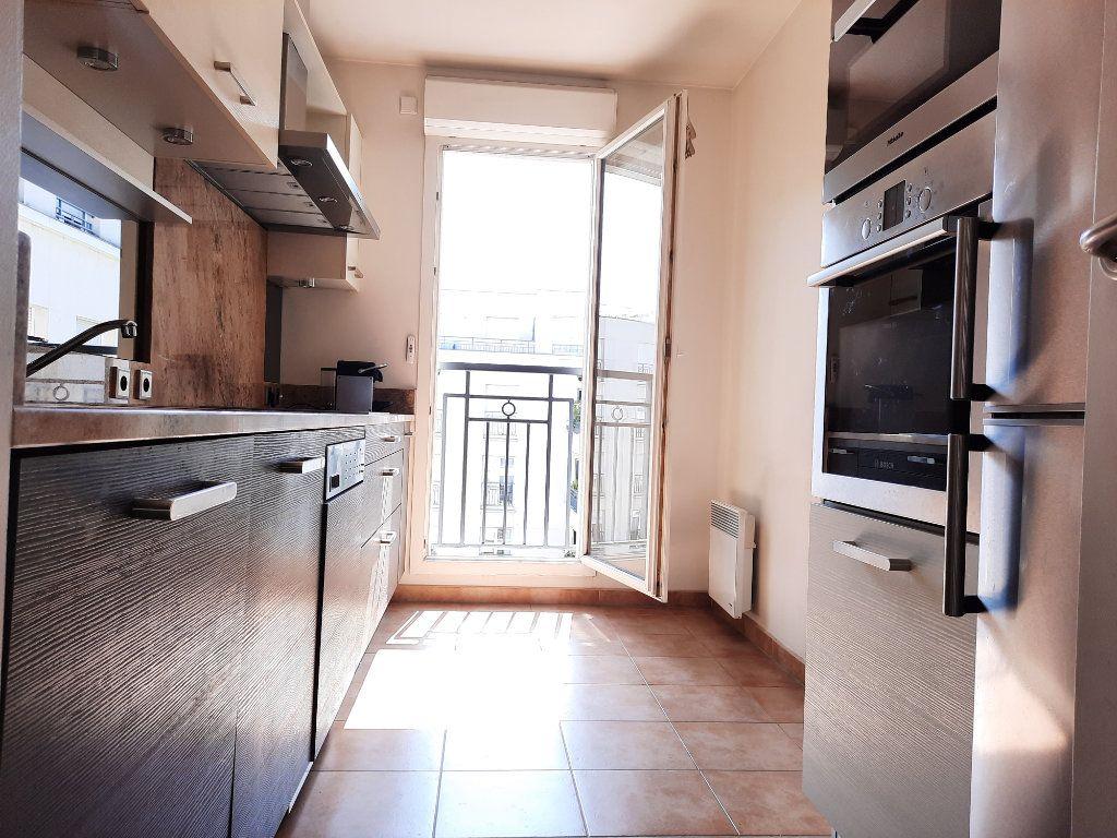 Appartement à louer 4 90.38m2 à Issy-les-Moulineaux vignette-4