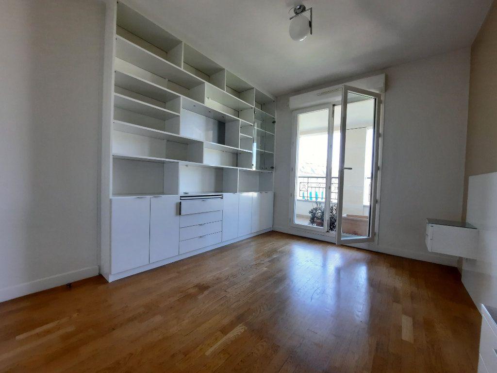 Appartement à louer 4 90.38m2 à Issy-les-Moulineaux vignette-6