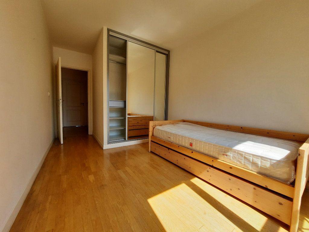 Appartement à louer 4 90.38m2 à Issy-les-Moulineaux vignette-7