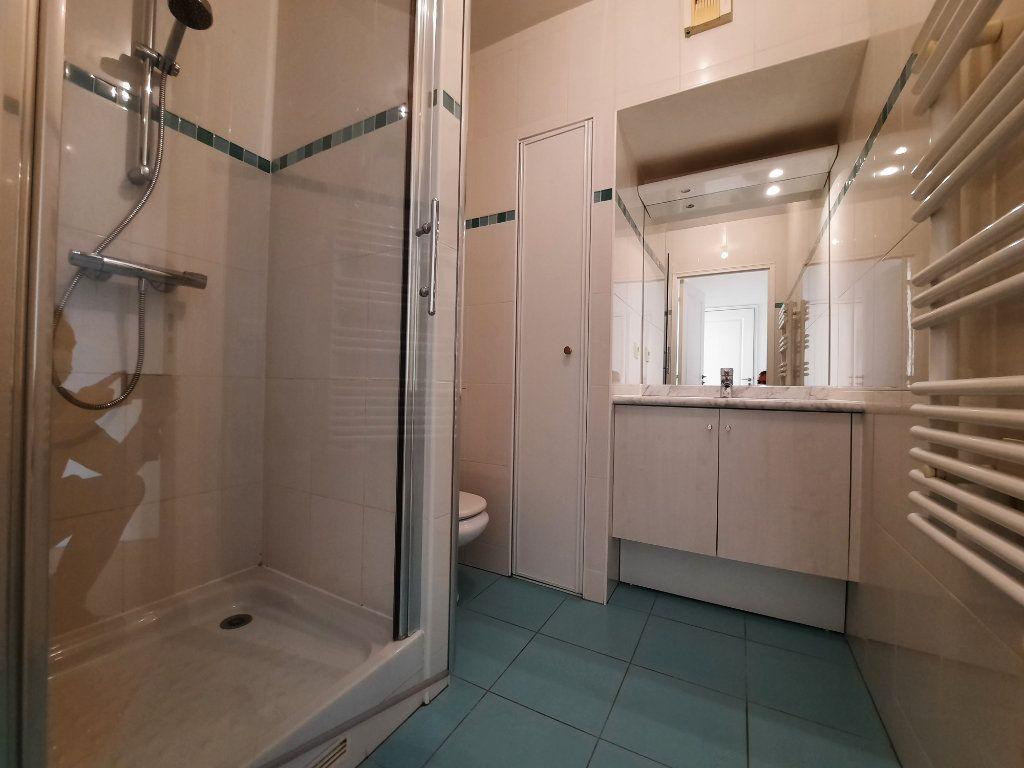 Appartement à louer 4 90.38m2 à Issy-les-Moulineaux vignette-8
