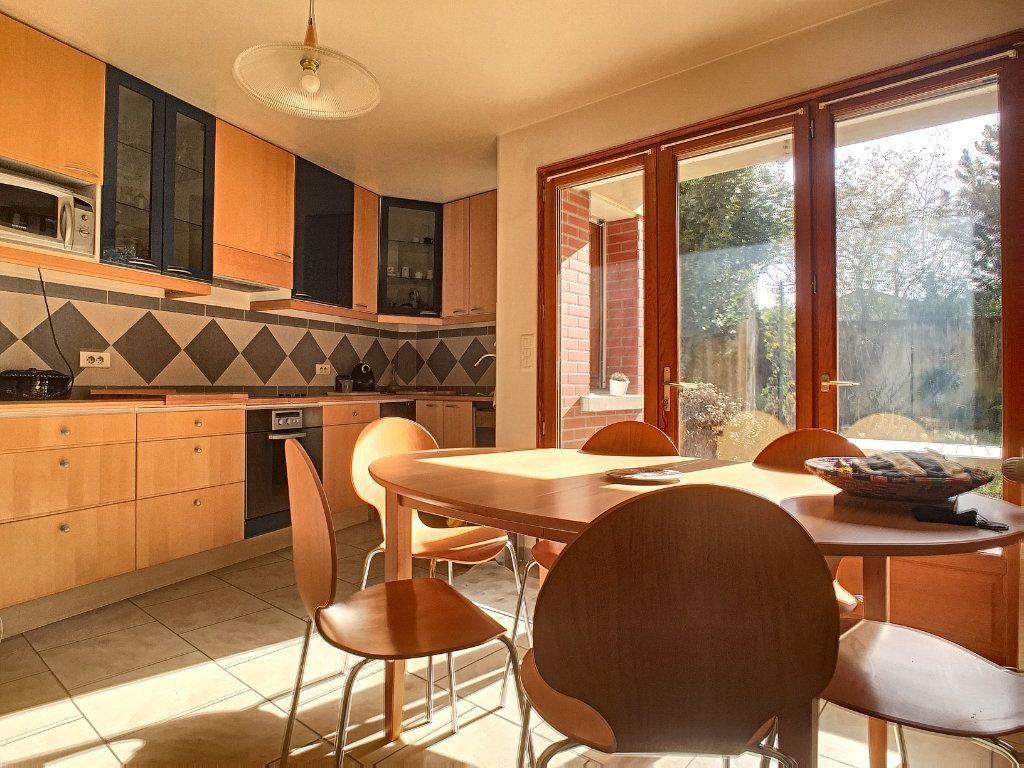 Maison à louer 7 146m2 à Issy-les-Moulineaux vignette-4