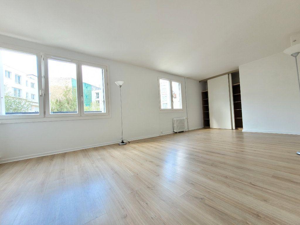 Appartement à louer 3 64.01m2 à Issy-les-Moulineaux vignette-2