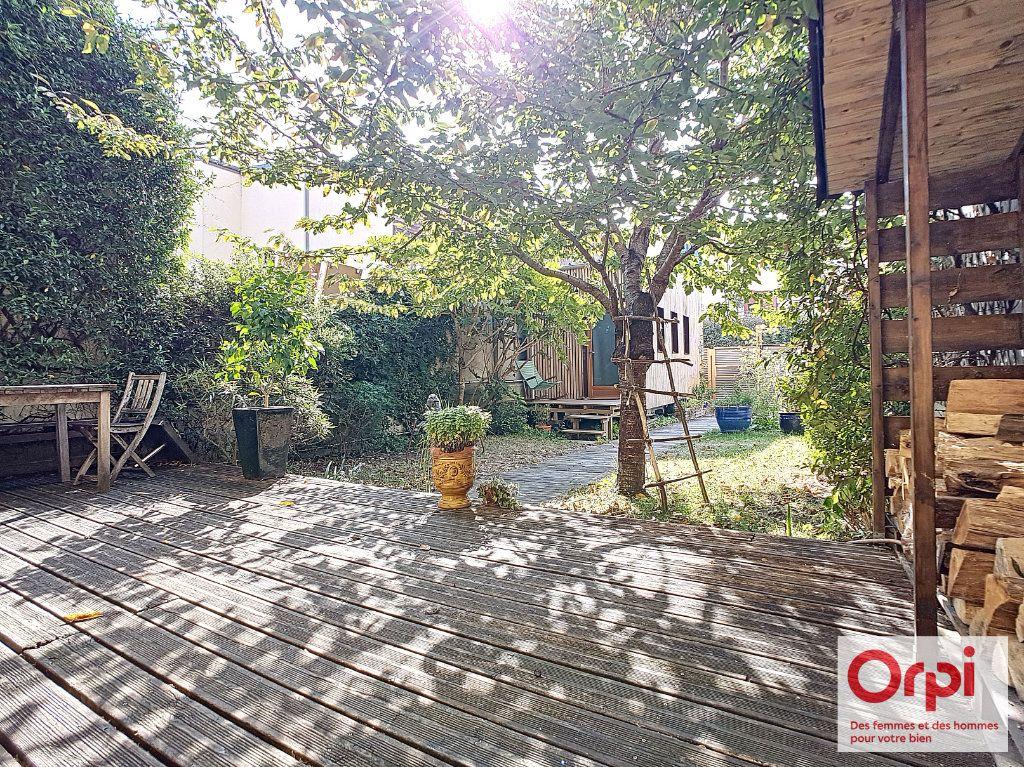 Maison à vendre 7 185m2 à Issy-les-Moulineaux vignette-1
