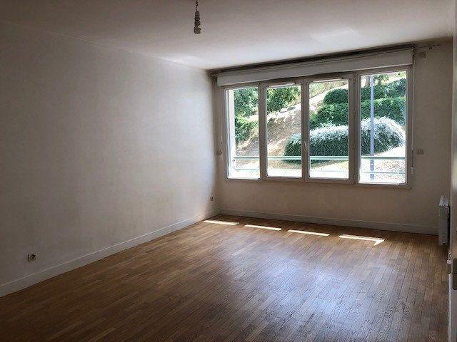 Appartement à louer 3 65.15m2 à Issy-les-Moulineaux vignette-1