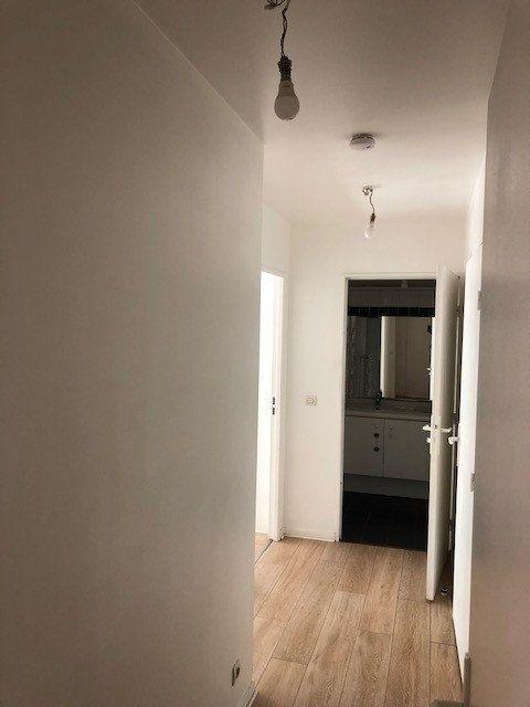 Appartement à louer 3 65.15m2 à Issy-les-Moulineaux vignette-3
