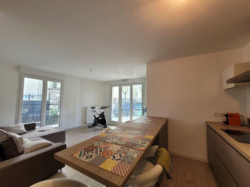Appartement à louer 2 45.2m2 à Issy-les-Moulineaux vignette-1