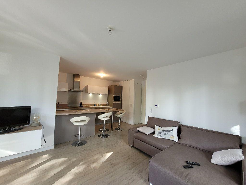 Appartement à louer 2 45.2m2 à Issy-les-Moulineaux vignette-2