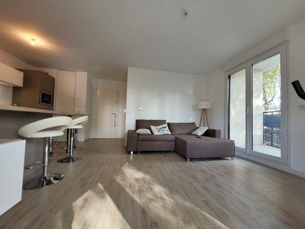 Appartement à louer 2 45.2m2 à Issy-les-Moulineaux vignette-3