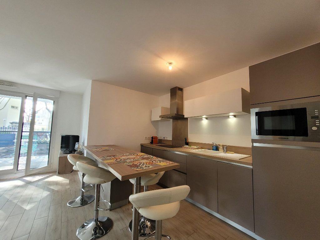 Appartement à louer 2 45.2m2 à Issy-les-Moulineaux vignette-4