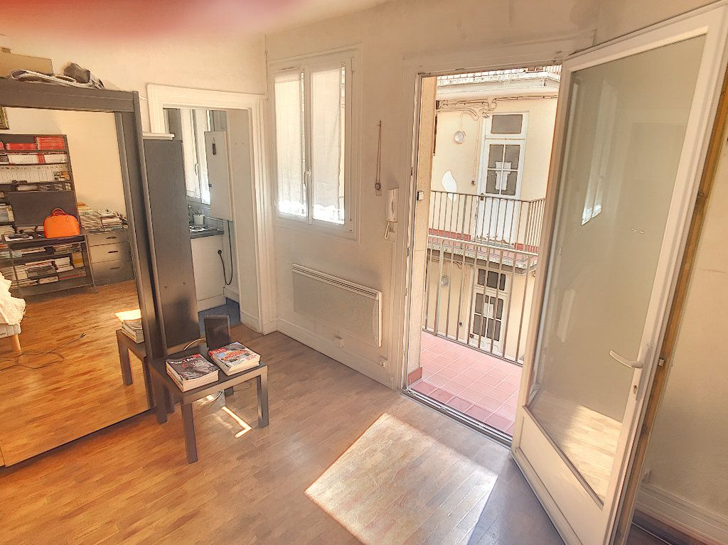 Appartement à vendre 1 19m2 à Paris 15 vignette-1