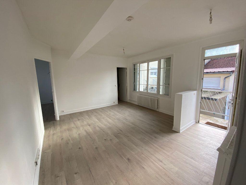 Appartement à louer 4 62m2 à Châtillon vignette-1