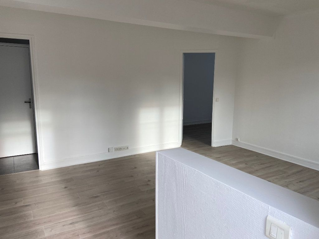 Appartement à louer 4 62m2 à Châtillon vignette-2