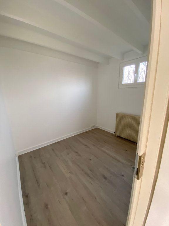 Appartement à louer 4 62m2 à Châtillon vignette-3
