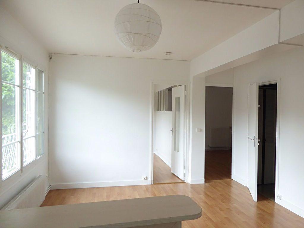 Appartement à louer 3 48m2 à Châtillon vignette-1