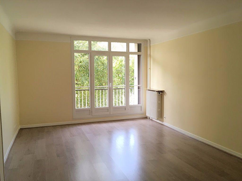Appartement à louer 3 63m2 à Châtillon vignette-1