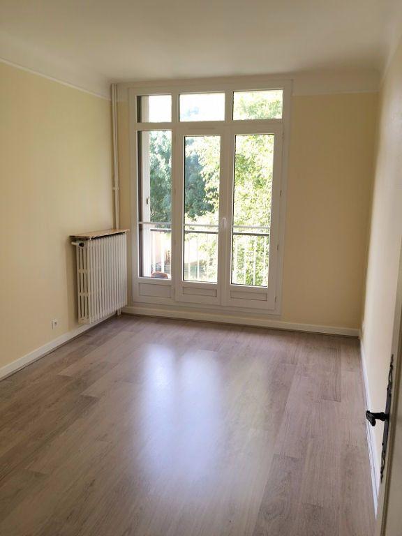 Appartement à louer 3 63m2 à Châtillon vignette-3