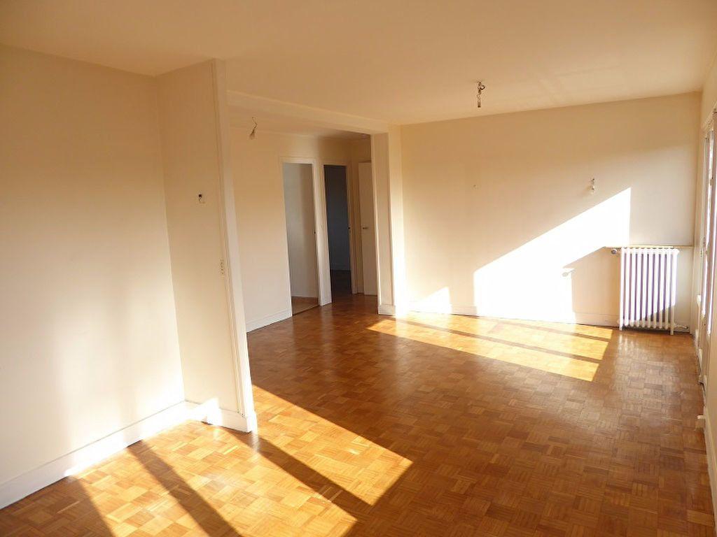 Appartement à louer 3 69m2 à Châtillon vignette-3