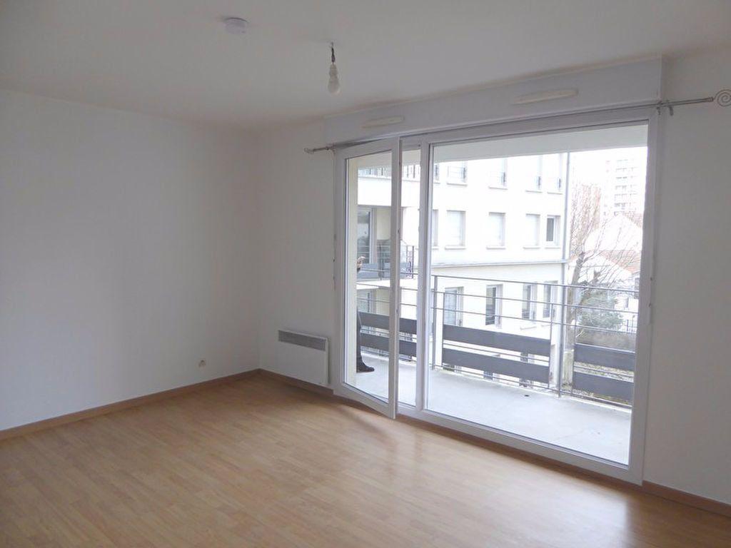 Appartement à louer 1 26m2 à Châtillon vignette-1