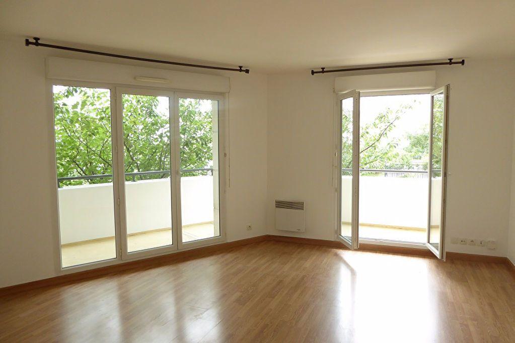 Appartement à louer 3 59m2 à Châtillon vignette-1