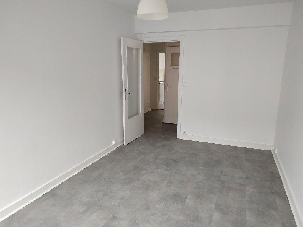 Appartement à louer 2 40.7m2 à Châtillon vignette-3