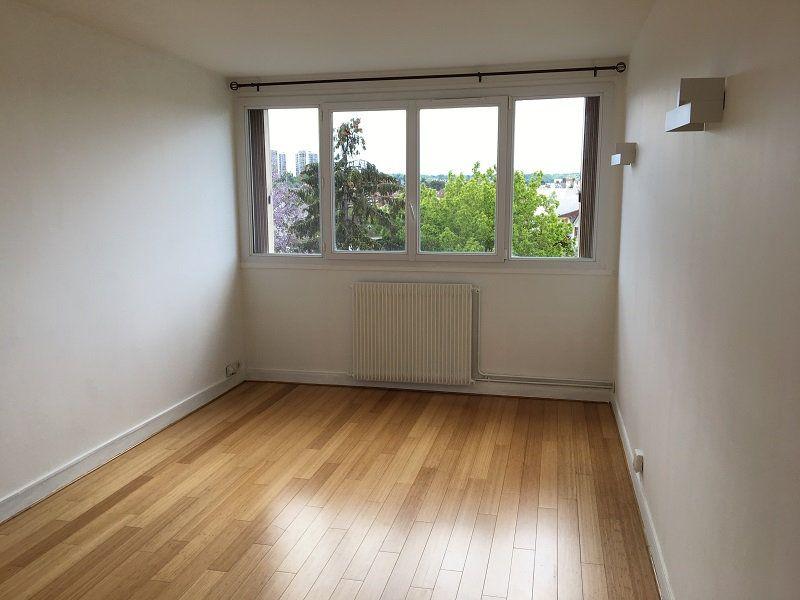 Appartement à louer 3 52m2 à Châtillon vignette-2
