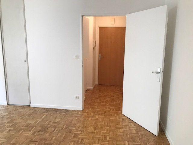 Appartement à louer 1 30m2 à Châtillon vignette-1