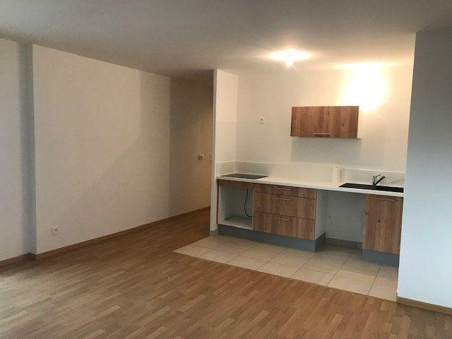 Appartement à louer 3 62.8m2 à Châtillon vignette-2