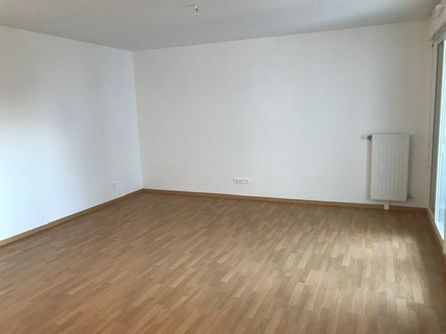 Appartement à louer 3 62.8m2 à Châtillon vignette-3