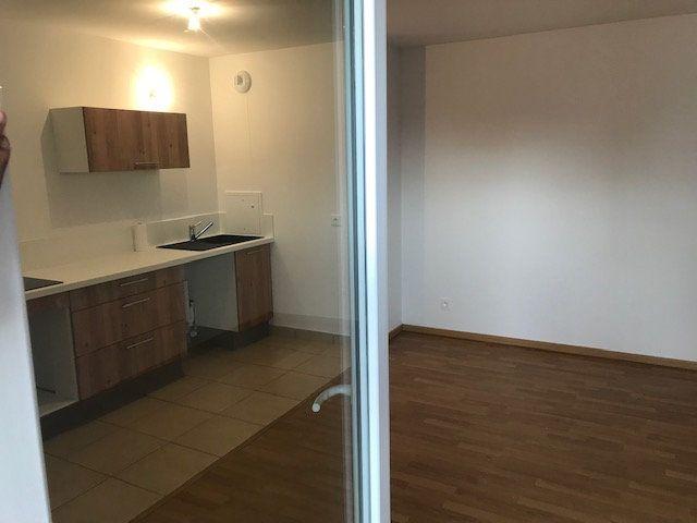 Appartement à louer 3 62.8m2 à Châtillon vignette-5