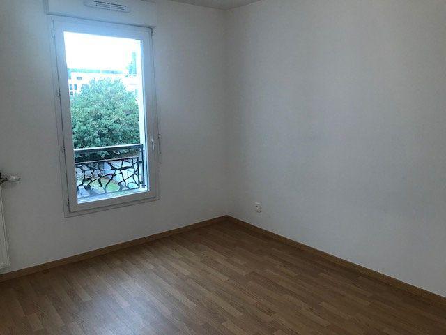 Appartement à louer 3 62.8m2 à Châtillon vignette-10