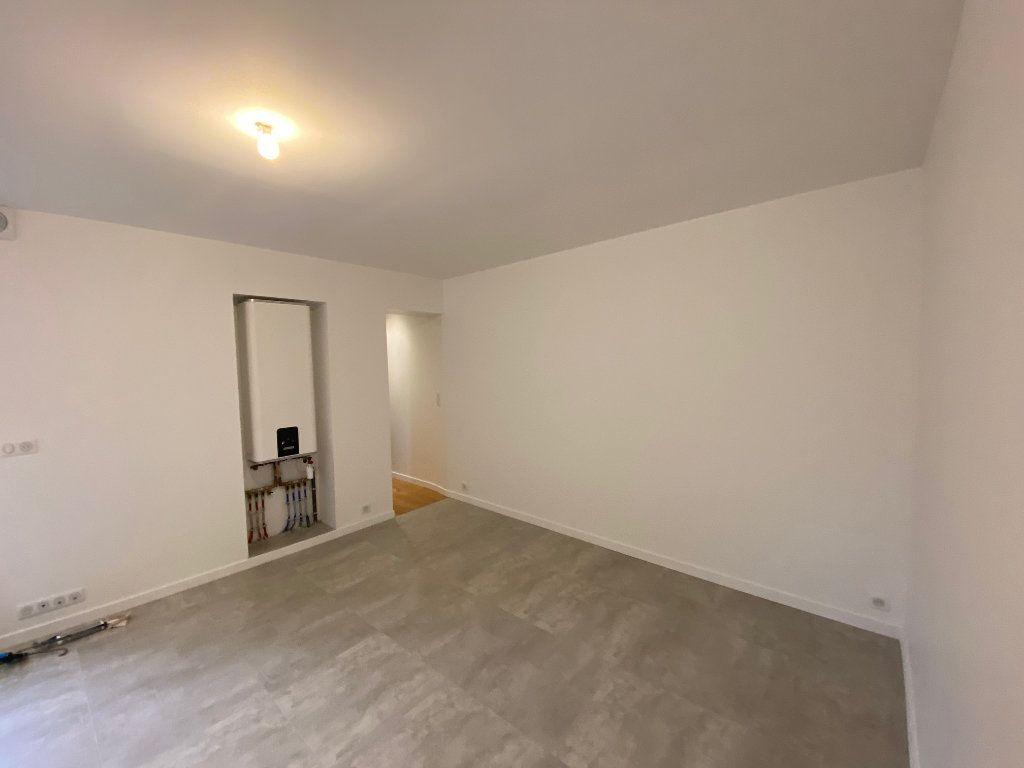 Appartement à louer 4 55.75m2 à Châtillon vignette-2