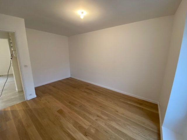 Appartement à louer 4 55.75m2 à Châtillon vignette-3