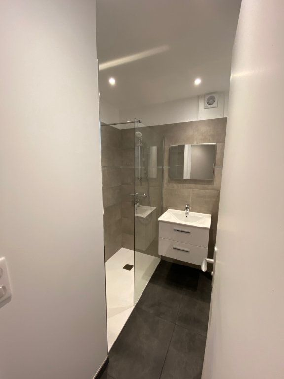 Appartement à louer 4 55.75m2 à Châtillon vignette-6