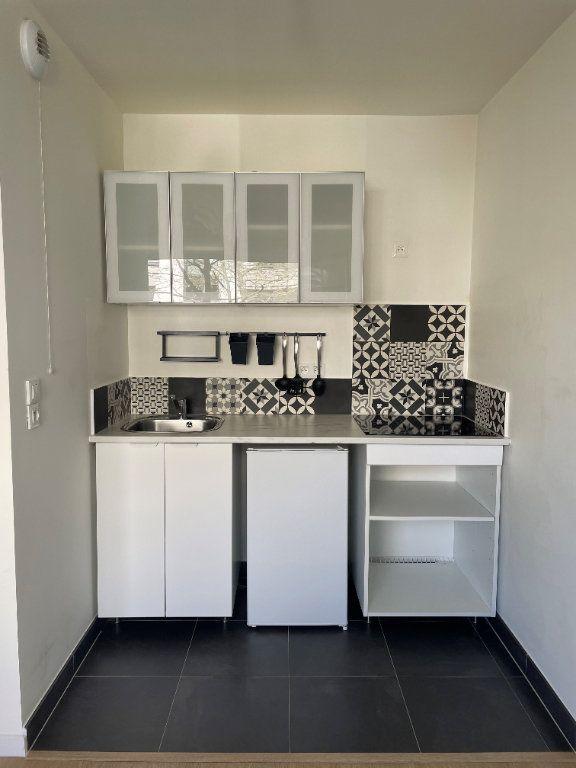 Appartement à louer 1 25.7m2 à Châtillon vignette-1