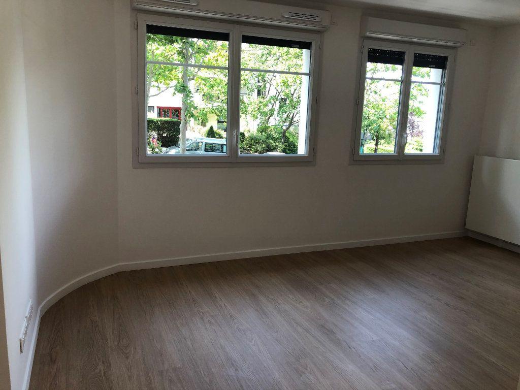 Appartement à louer 1 25.7m2 à Châtillon vignette-2