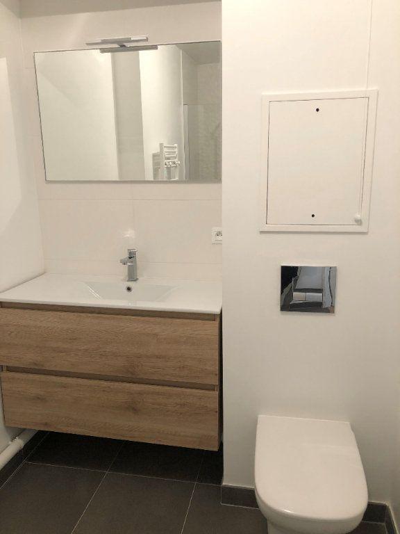 Appartement à louer 1 25.7m2 à Châtillon vignette-3
