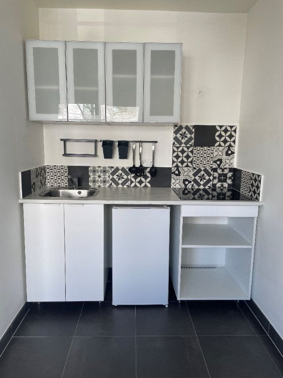 Appartement à louer 1 25.7m2 à Châtillon vignette-5