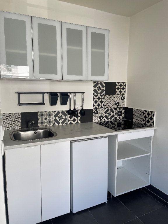 Appartement à louer 1 25.7m2 à Châtillon vignette-6