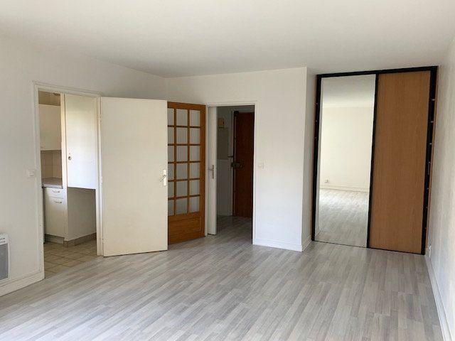 Appartement à louer 1 31m2 à Châtillon vignette-1