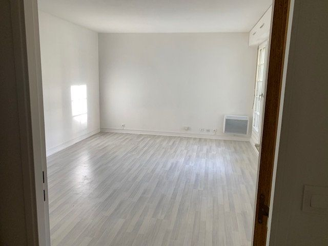 Appartement à louer 1 31m2 à Châtillon vignette-5