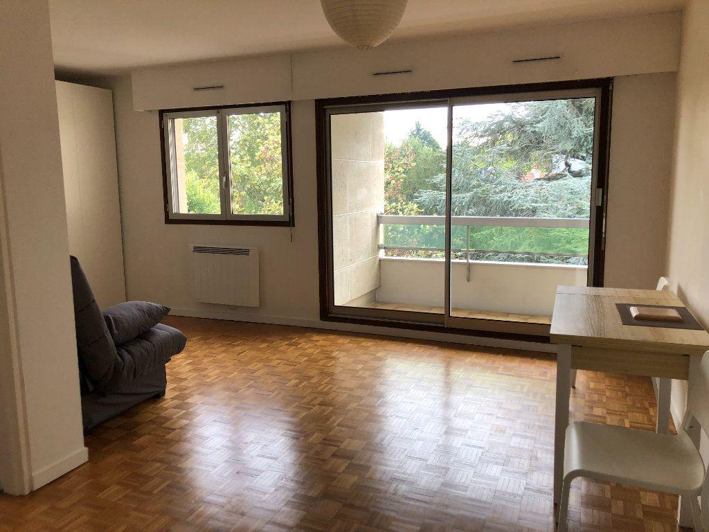 Appartement à louer 1 33.7m2 à Châtenay-Malabry vignette-1
