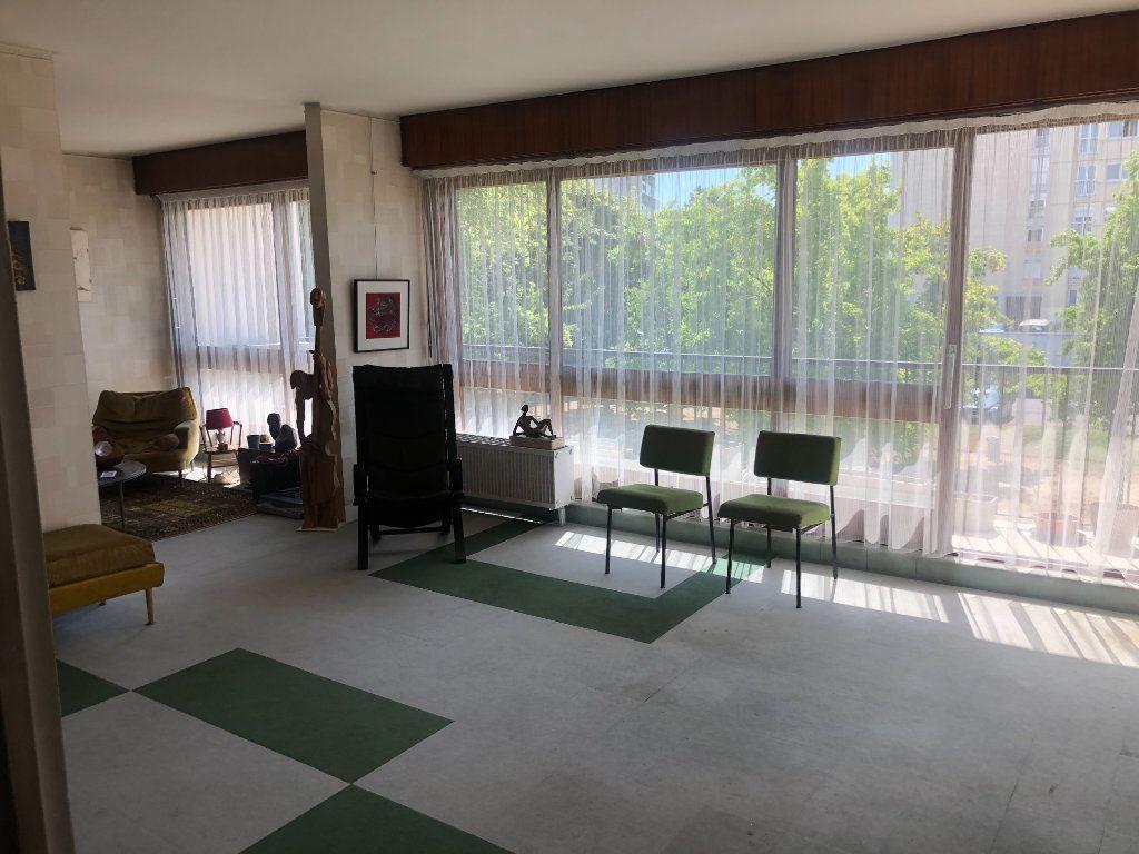 Appartement à vendre 4 90.76m2 à Le Plessis-Robinson vignette-3